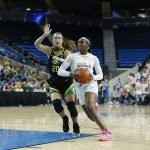 Michaela Onyenwere outraces Sabrina Ionescu. Maria Noble/WomensHoopsWorld.