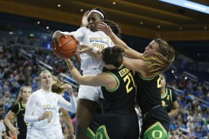 Erin Boley and Sabrina Ionescu defend Michaela Onyenwere. Maria Noble/WomensHoopsWorld.