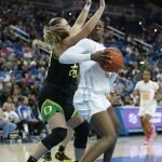 Sabrina Ionescu defends Michaela Onyenwere. Maria Noble/WomensHoopsWorld.