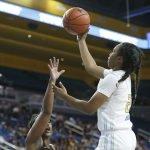 Charisma Osborne elevates to score. Maria Noble/WomensHoopsWorld.