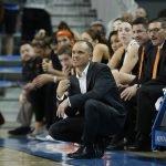 Oregon State coach Scott Rueck calls out instructions. Maria Noble/WomensHoopsWorld.