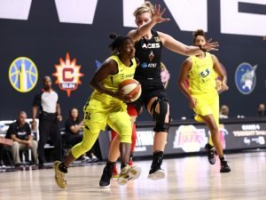 PALMETTO, FL - OCTOBER 6:  Jewell Loyd drives to the basket against Las Vegas Aces in Game Three of the WNBA Finals. Photo by Ned Dishman/NBAE via Getty Images.