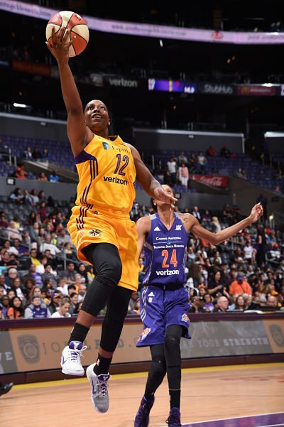 Chelsea Gray goes to the basket against DeWanna Bonner. Photo by Adam Pantozzi/NBAE via Getty Images.