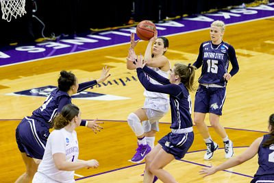 Kelsey Plum goes up for two of her 29 points in Saturday's win over Montana State. Photo by Scott Eklund/Red Box Pictures.