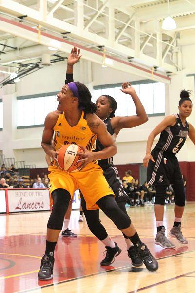 Tiffany Jackson-Jones prepares to score. Photo by Benita West/T.G.Sportstv1.