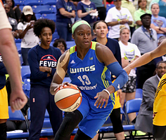 Karima Christmas-Kelly scored a career-high 27 points to lead Dallas past Indiana. Photo by NBAE via Getty Images.