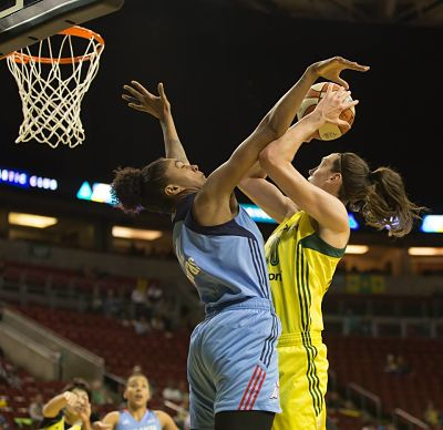 Damiris Dantas fouls Breanna Stewart. Photo by Neil Enns/Storm Photos.