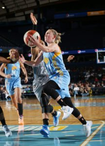 Courtney Vandersloot drives to the basket. Photo by Gary Dineen/NBAE via Getty Images.