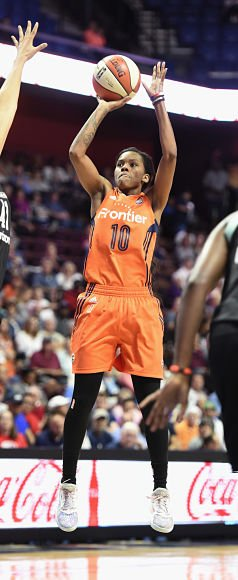 Courtney Williams puts up a shot. Photo by Khoi Ton/NBAE via Getty Images.