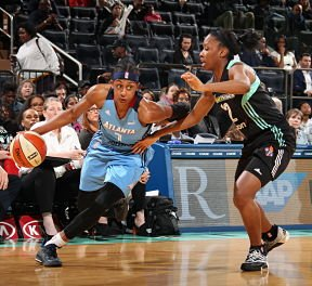 Brittney Sykes drives against the New York Liberty. Photo by Ned Dishman/NBAE via Getty Images.