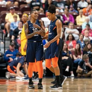 Courtney Williams and Jasmine Thomas confer during a game pause. Chris Poss Photos.