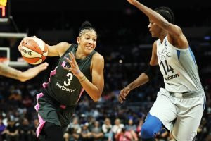 Candace Parker drives on Temi Fagbenle. Maria Noble/WomensHoopsWorld.