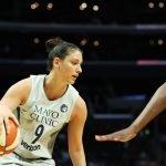 Cecelia Zandalasini negotiates defensive pressure. Maria Noble/WomensHoopsWorld.