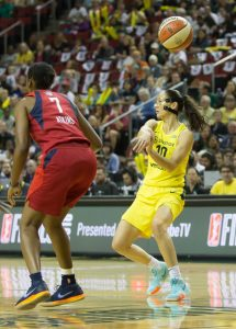 Sue Bird with the slick no-look pass. Neil Enns/Storm Photos.