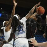 Michaela Onyenwere guards Erika Bean. Maria Noble/WomensHoopsWorld.
