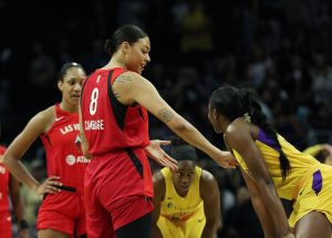 Liz Cambage and Chiney Ogwmike talk before tipoff. Maria Noble/WomensHoopsWorld.