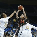 Destiny Slocum shoots. Maria Noble/WomensHoopsWorld.