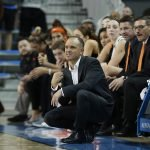 Oregon State coach Scott Rueck calls out instructions. Maria Noble/WomensHoopsWorld.